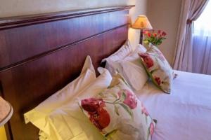 Oaktree Lodge Bed Headboard