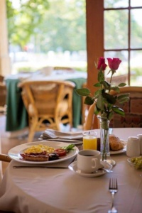 Oaktree Lodge Breakfast Table-1