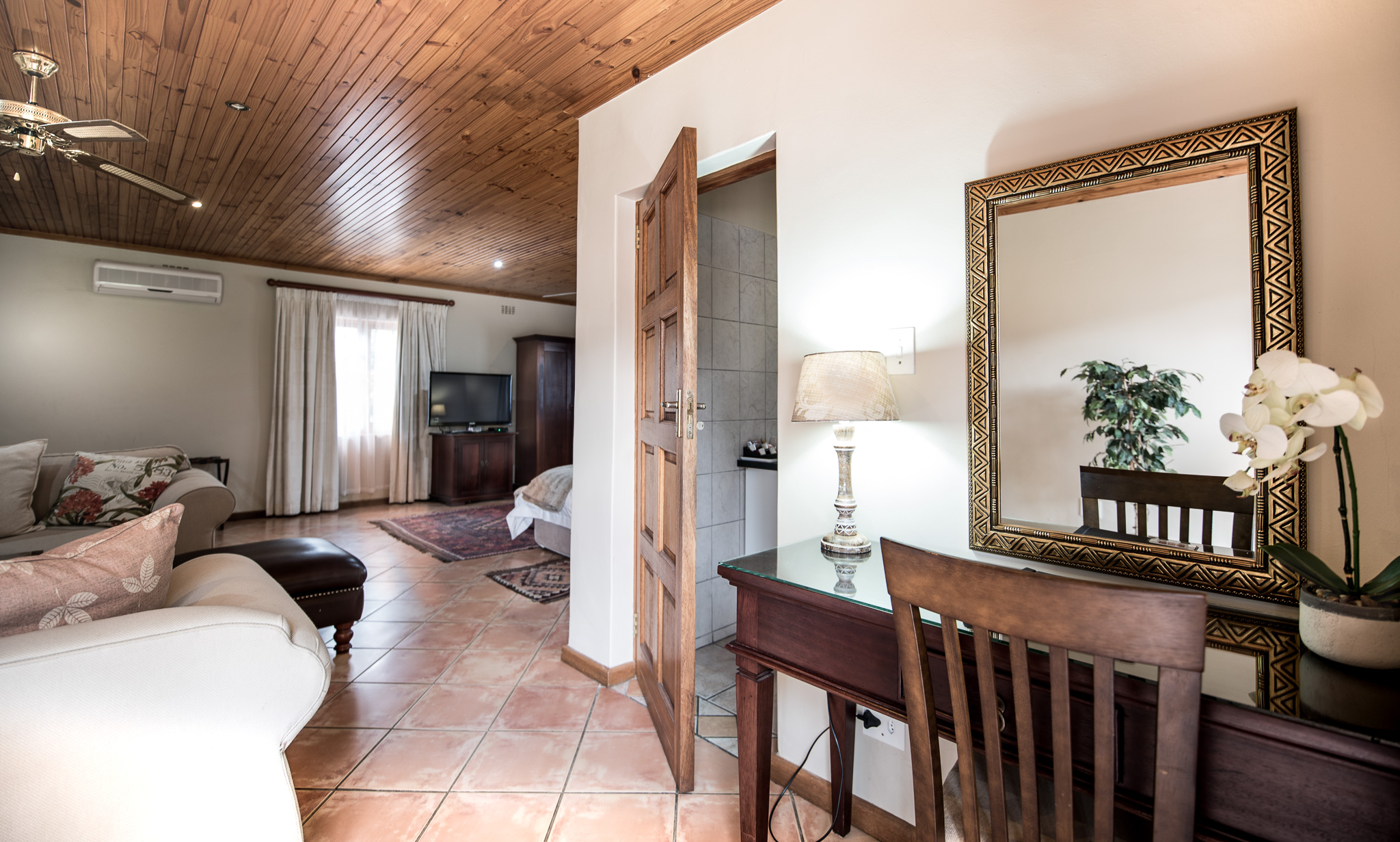 Oaktree Lodge Garden Suite Welcomes you to Paarl