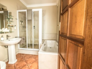 Oaktree Lodge Paarl Standard Room Ensuite