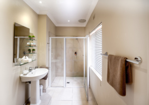 Oaktree Lodge Paarl Standard Rooms Shower Room