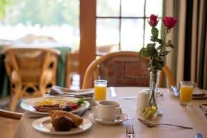 Oaktree Lodge Breakfast and Muffin-1