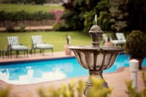 Oak Tree Lodge Water Fountain