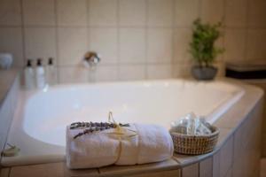 Oak Tree Lodge Lavender Bath