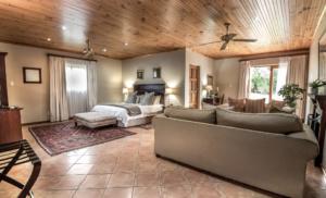 Oaktree Lodge Garden Suite Accommodation Paarl.