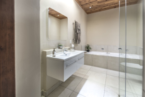 Oaktree Lodge Garden Suite With Neat en-suite in Paarl