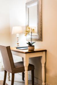 Oaktree Lodge Paarl Standard Rooms Desk
