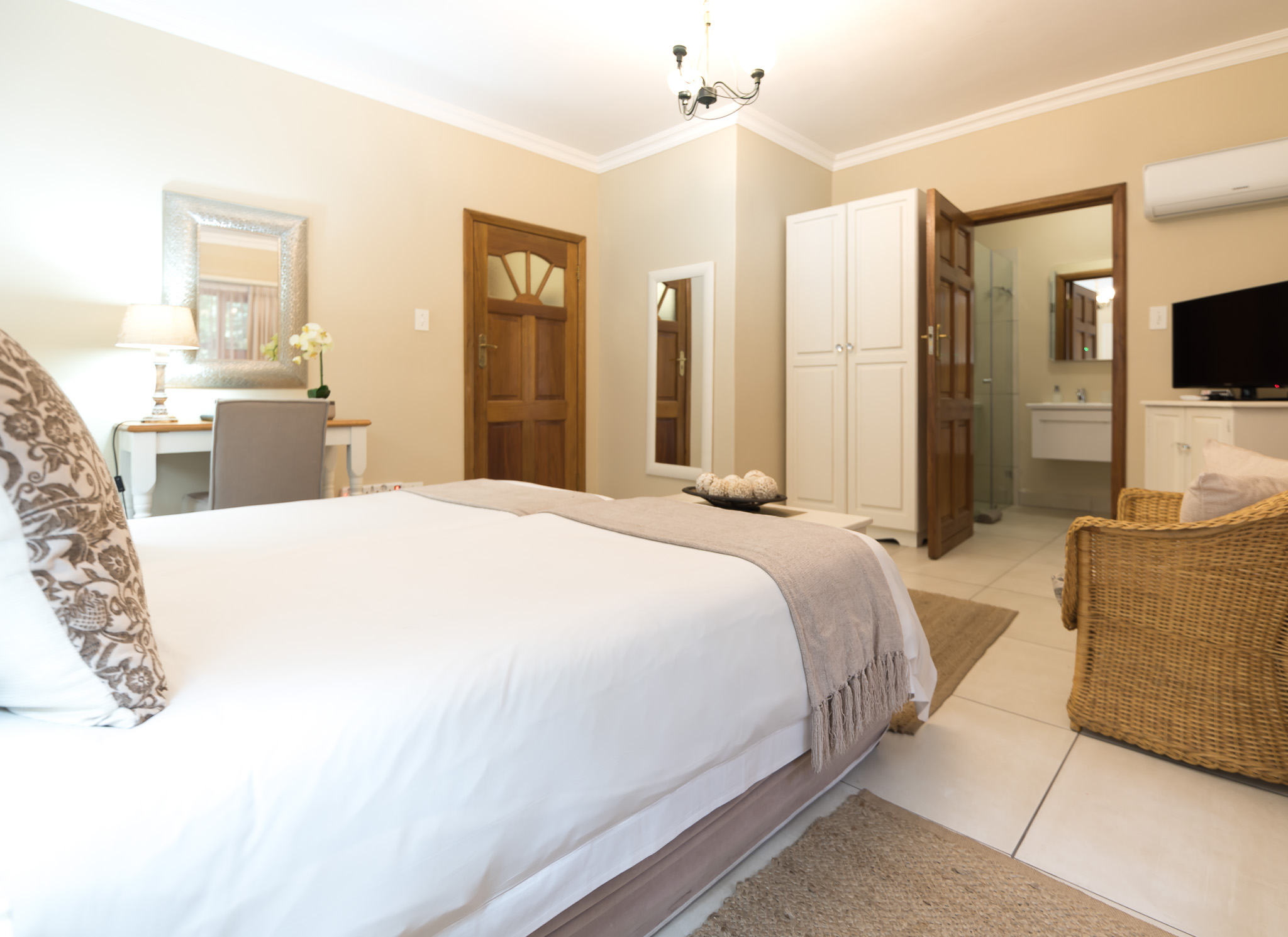 Oaktree Lodge Paarl Standard Rooms Winelands